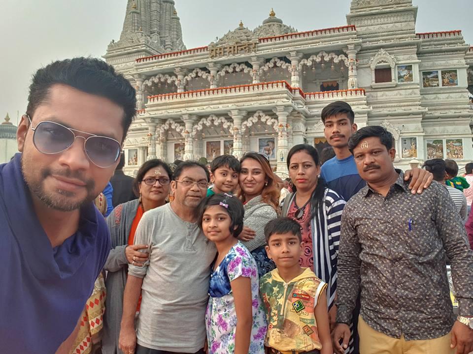 Image may contain: 10 people, including Sharanam Shah, Gopi Shah, Chaitanya Shah, Vaishali Sharanam Shah and Nilesh Shah, people smiling, people standing and outdoor