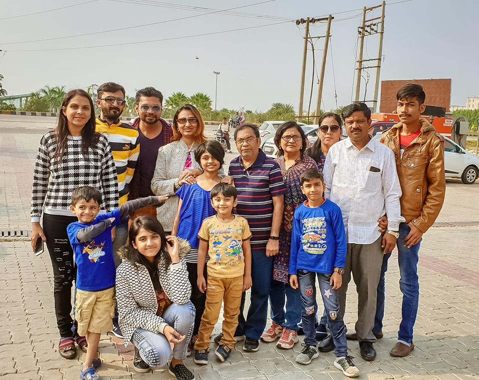 Image may contain: 14 people, including Sharanam Shah, Vaishali Sharanam Shah, Chaitanya Shah, Gopi Shah and Nilesh Shah, people smiling, people standing and outdoor